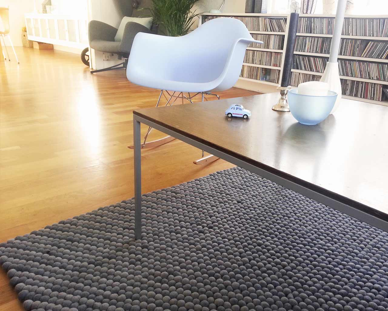 rocking chair white grey rug