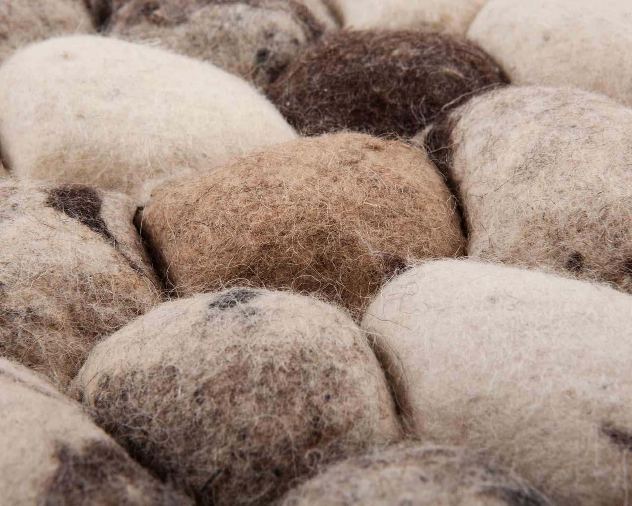 felted balls carpet stones india